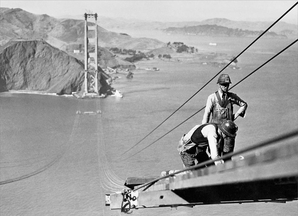 Golden-Gate-Bridge-being-built1